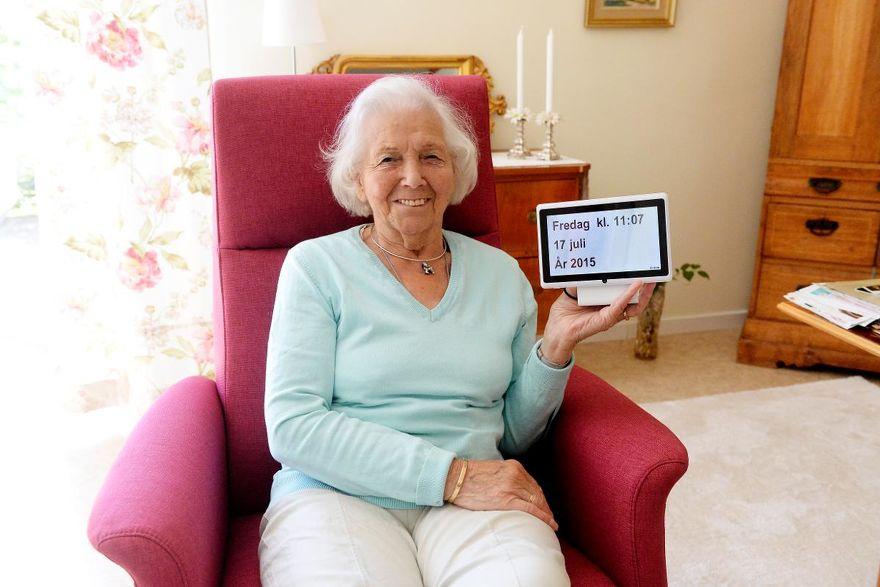 Dintido – zegar z datownikiem po polsku dla osób starszych i cierpiących na demencję.